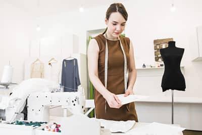 abiti-da-lavoro-su-misura-stampe-ricami-campioni-prototipi-Abiti da lavoro online personalizzati
