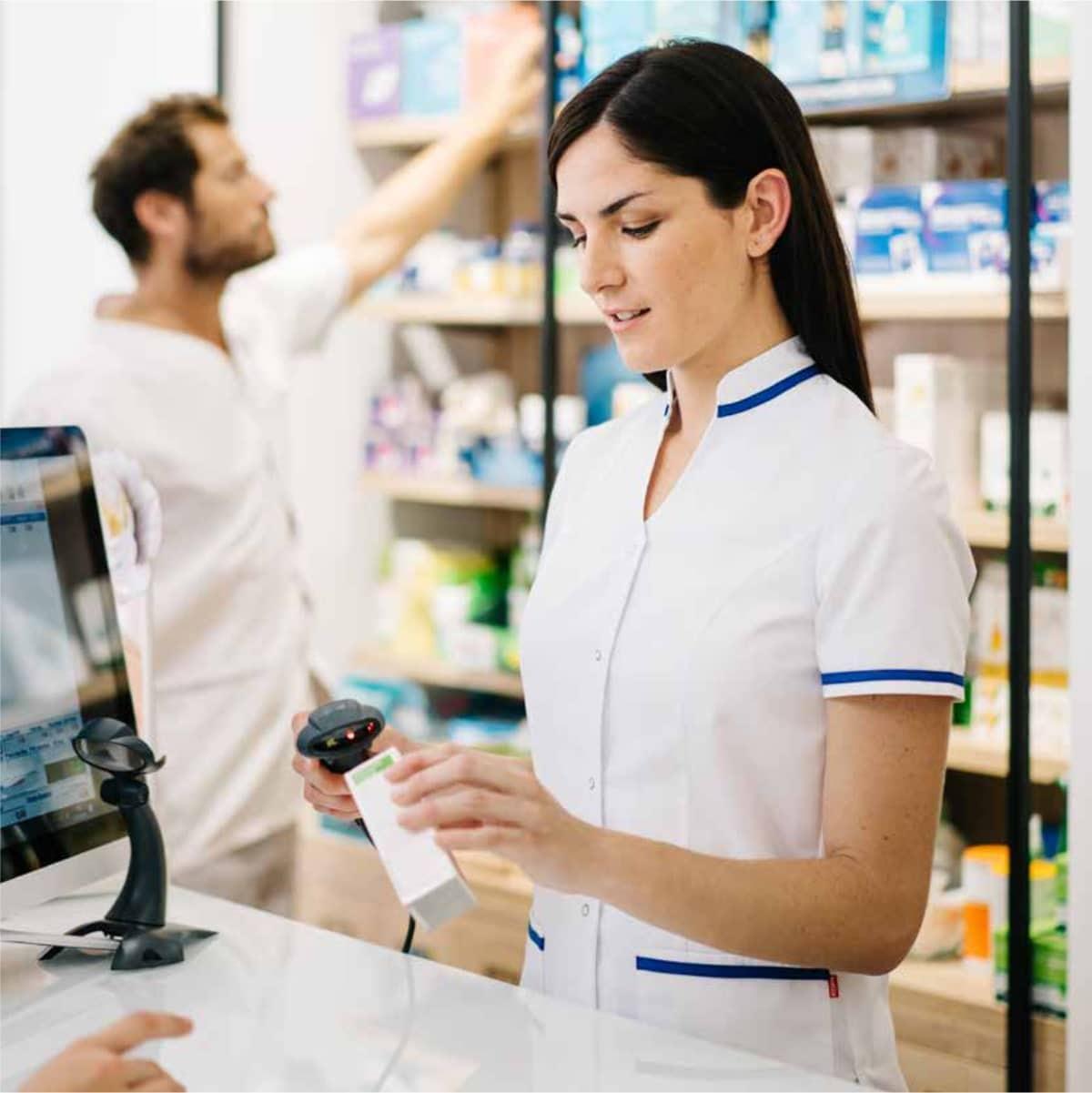 esaurimento stress pandemia covid-camice-bianco-blu-donna-farmacia-manica-corta