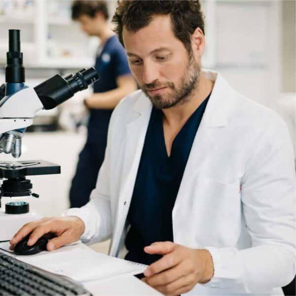 camice-bianco-uomo-laboratorio-antiacido-elastico-polsi